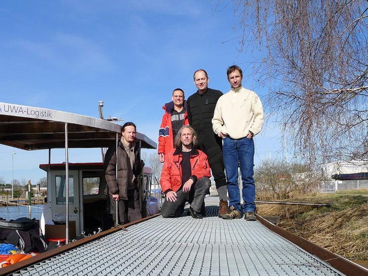 Von links nach rechts stehen Roman Scholz, Ralf Göhler, Markus Schmidt und Jens Affeld, Kai Schaake sitzend im Vordergrund